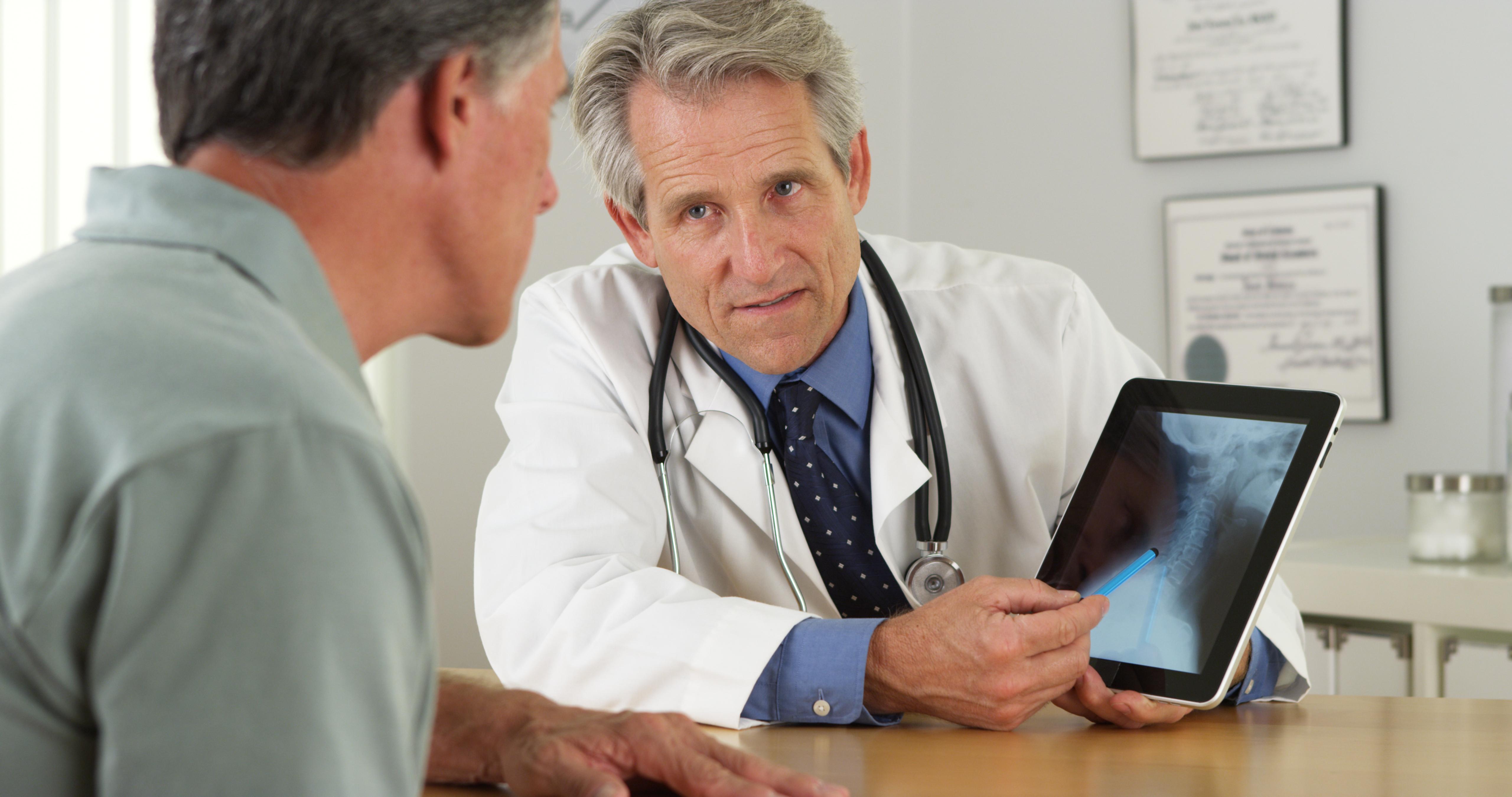 Médico utiliza telemedicina em atendimento de baixa complexidade em saúde